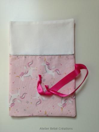 protege carnet santé licorne rose